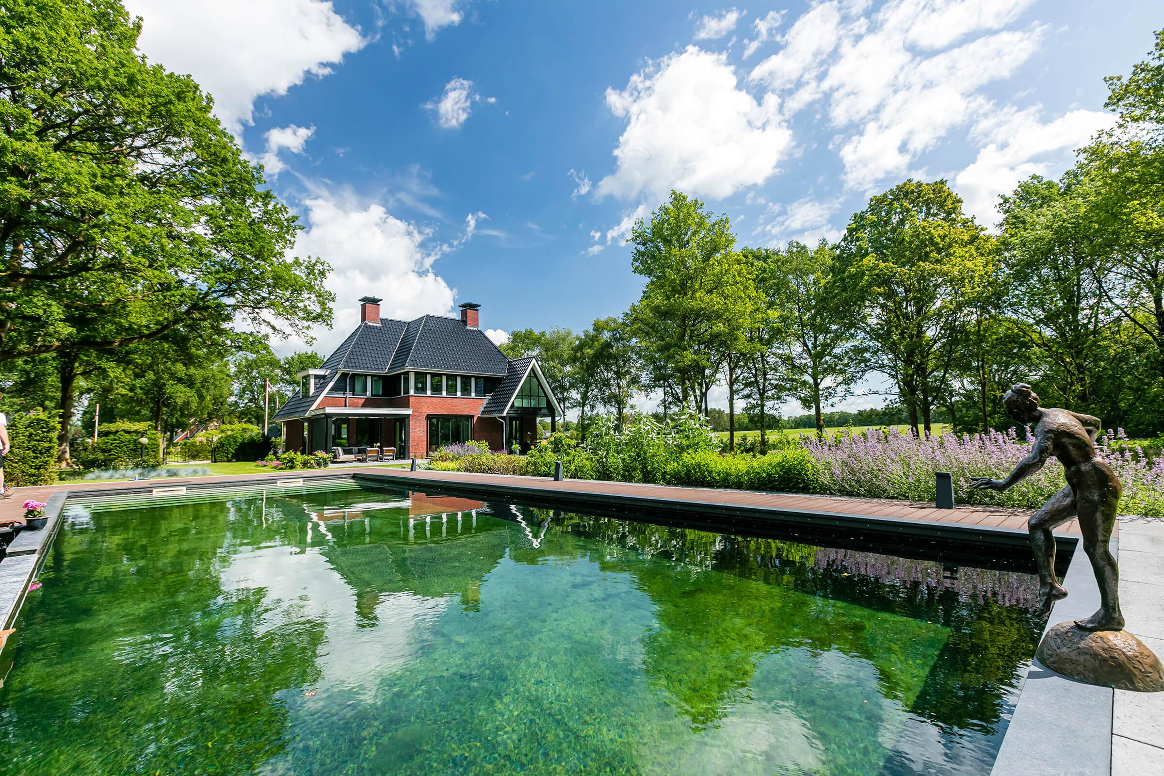 Villa te Gasselte - zwembad in de achtertuin - Lichtenberg Exclusieve Villabouw