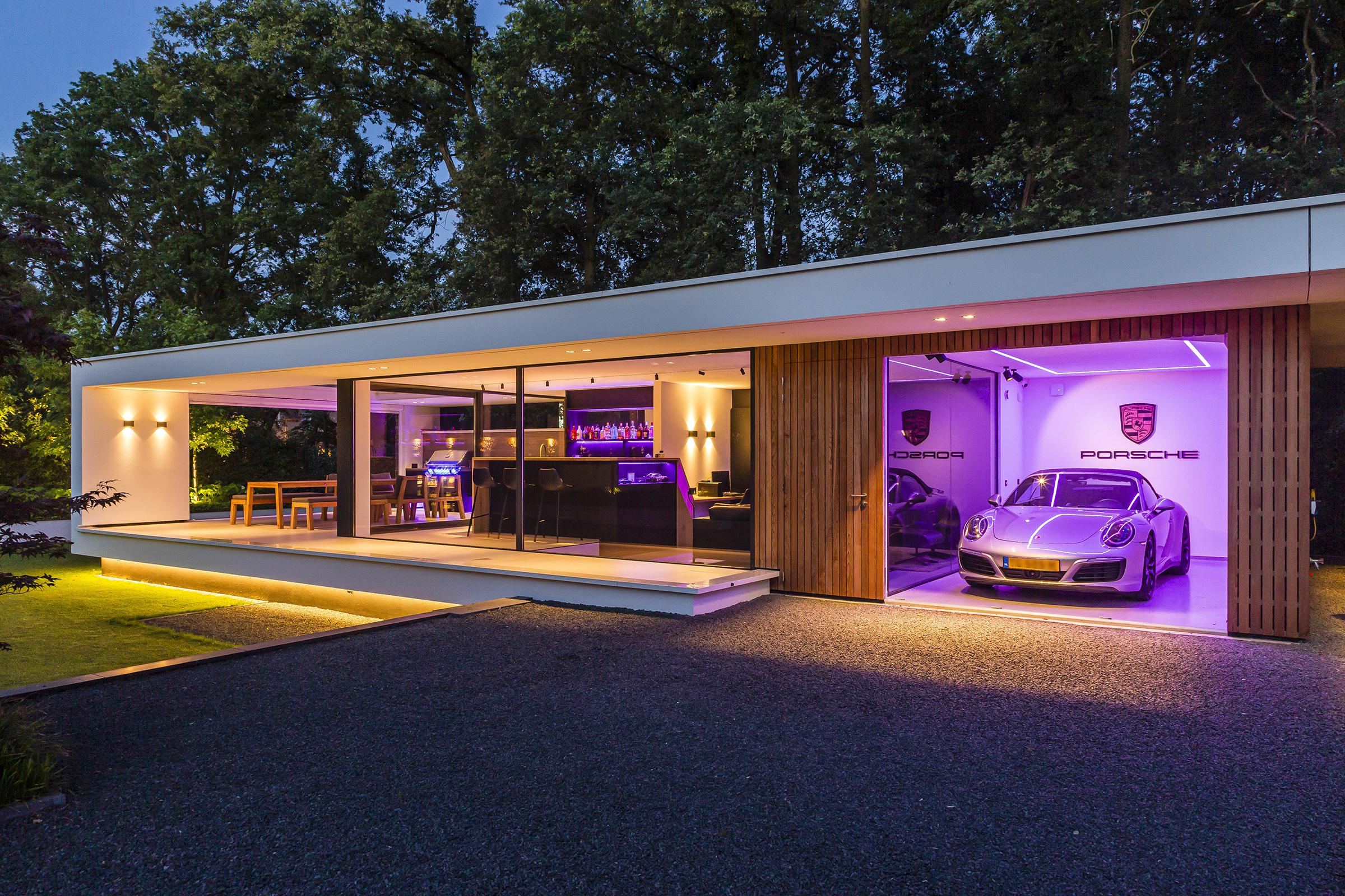 Villa te Hengelo - verlicht bijgebouw - Lichtenberg Exclusieve Villabouw